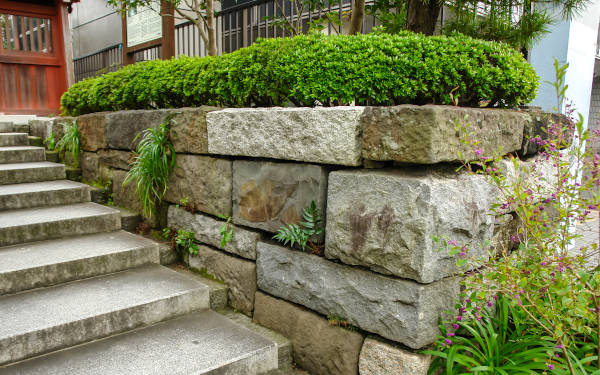 Get hassle-free estimates from local retaining wall professionals and find out how much your project will cost.