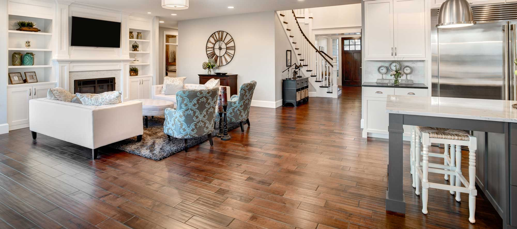Hardwood floor flowing through kitchen into a family room