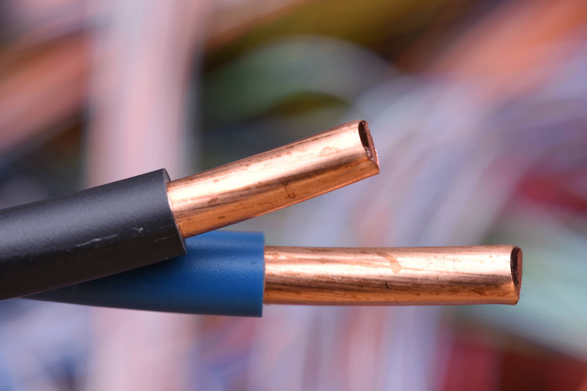 Electric wire with a solid copper conductor